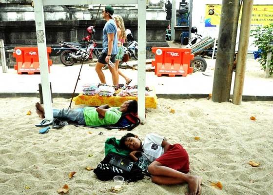 Nusabali.com - tertidur-usai-membantu-orangtua