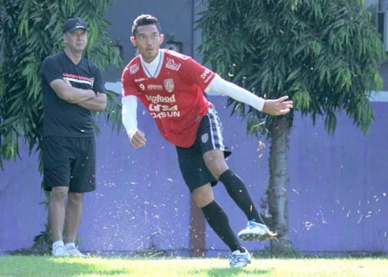 Nusabali.com - hps-butuh-striker-cetak-30-gol-lebih