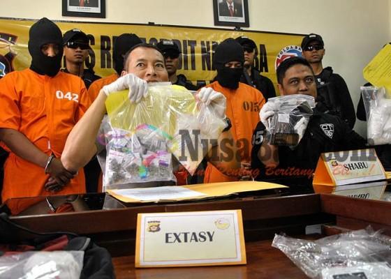 Nusabali.com - polisi-temukan-17-kilogram-shabu-2327-butir-ekstasi