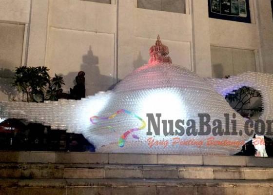 Nusabali.com - lampu-aladin-dari-14500-botol-bekas-pecahkan-rekor-muri