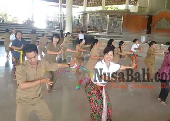 Nusabali.com - tari-kolosal-rejang-renteng-diciutkan-menjadi-800-penari