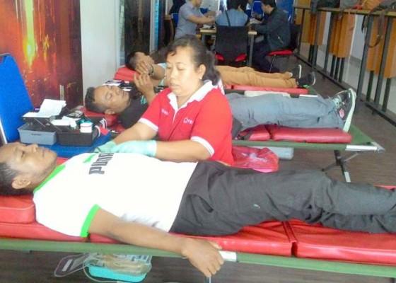 Nusabali.com - jurnalis-28-aksi-sosial-donor-darah