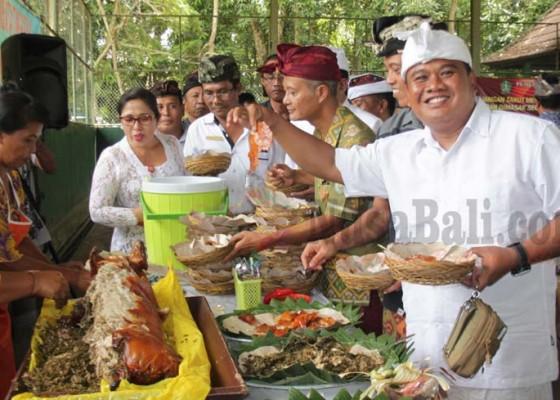 Nusabali.com - lawan-isu-meningitis-pejabat-pesta-babi-guling
