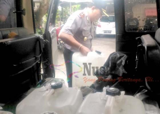 Nusabali.com - polisi-amankan-ratusan-liter-arak