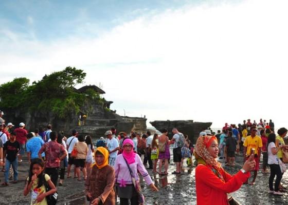 Nusabali.com - kunjungan-ke-tanah-lot-mendekati-3-juta-wisatawan