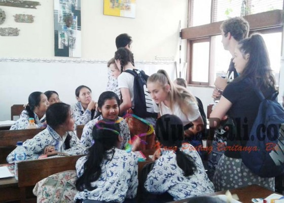 Nusabali.com - pelajar-australia-bangga-bahasa-indonesia