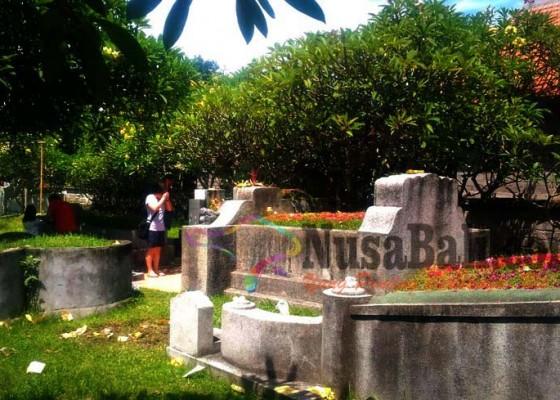 Nusabali.com - warga-tionghoa-gelar-ritual-cheng-beng