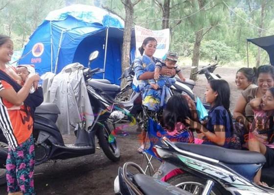Nusabali.com - para-korban-bencana-rayakan-galungan-di-tenda-pengungsian
