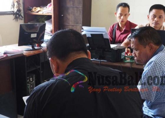 Nusabali.com - dewan-tersangka-bansos-fiktif-diperiksa-polisi-selaku-korban-penipuan-rp-100-juta