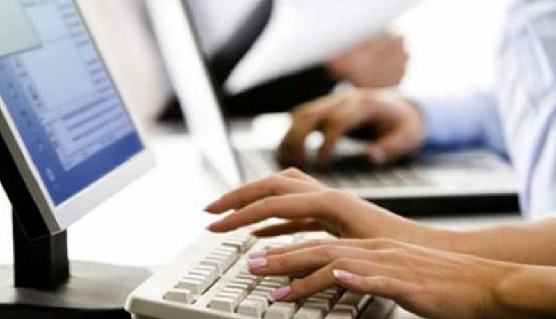 www.nusabali.com-komputer-kurang-sekolah-pinjam-ke-orangtua-murid