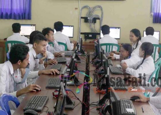 Nusabali.com - unbk-smkn-abang-molor-karena-gangguan-listrik