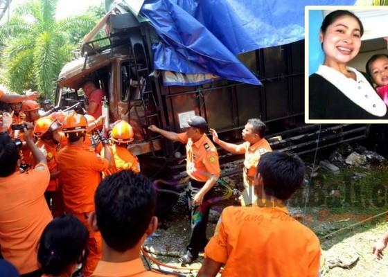 Nusabali.com - truk-fuso-seruduk-rumah-2-tewas-2-terluka