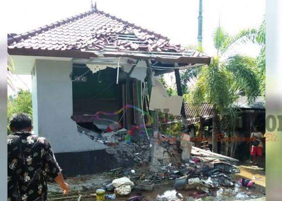 Nusabali.com - dalam-5-tahun-rumah-yang-sama-3-kali-diseruduk-truk