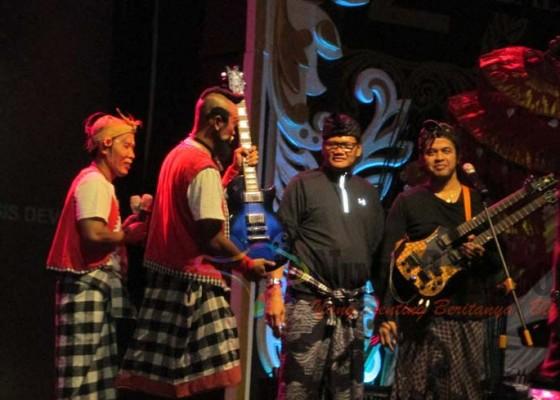 Nusabali.com - balawan-lelang-gitar-kesayangan