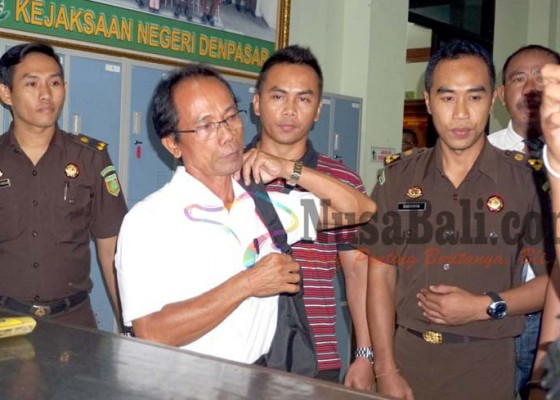 Nusabali.com - depak-pengacara-mantan-sekwan-ngotot-maju-sendiri