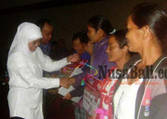 Nusabali.com - mensos-motivasi-anak-anak-korban-longsor-kintamani