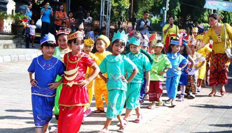 www.nusabali.com-121-anak-ikuti-parade-bhineka-tunggal-ika