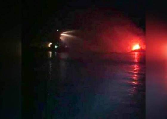 Nusabali.com - kapal-milik-ditjen-kelautan-terbakar-di-tanjung-benoa