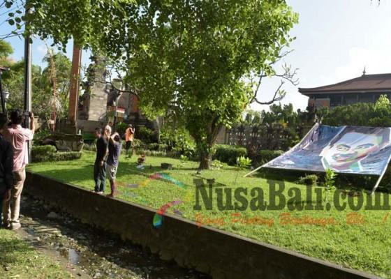 Nusabali.com - bunga-ahok-rambah-dprd-bali-baliho-dilarang