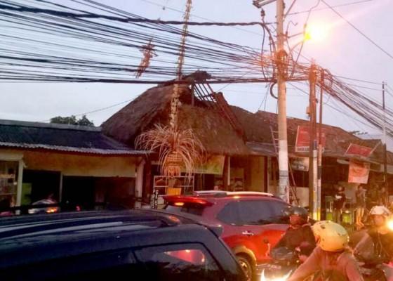 Nusabali.com - kabel-listrik-meleleh-warung-makan-terbakar
