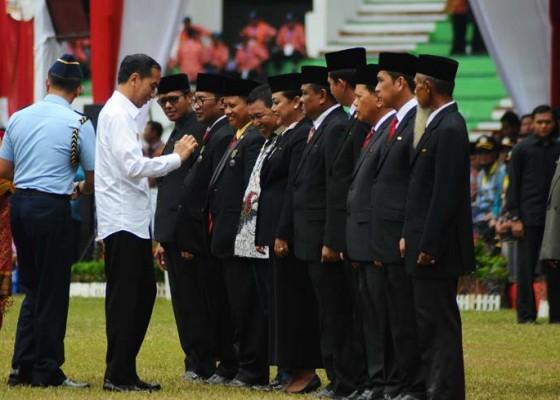 Nusabali.com - bupati-eka-wiryastuti-raih-satya-lencana-dari-presiden