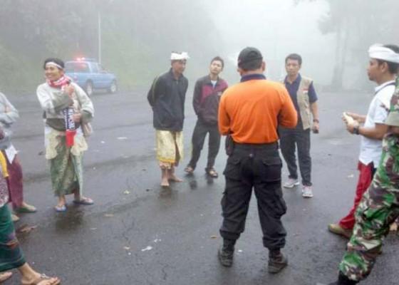 Nusabali.com - pakelem-di-gunung-agung-pamedek-kram-dan-terkilir