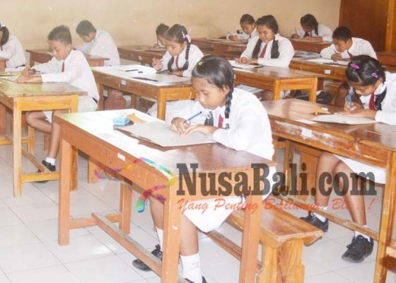 Nusabali.com - ujian-bahasa-indonesia-tak-diikuti-12-siswa
