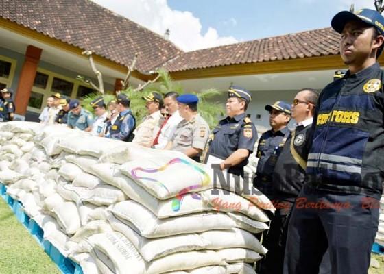 Nusabali.com - terdeteksi-petugas-setelah-kapal-alami-kebocoran