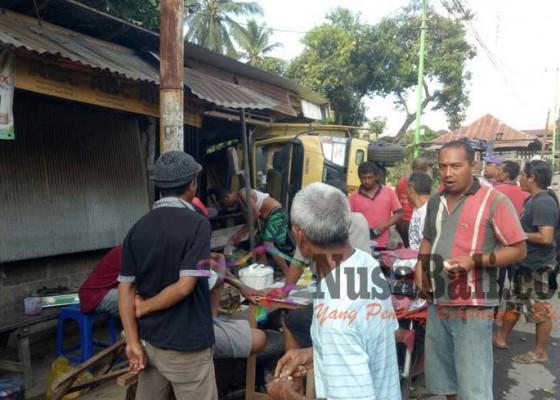 Nusabali.com - pemilik-warung-terluka-warga-yang-belanja-selamat-dari-maut