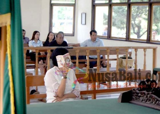 Nusabali.com - notaris-tutup-muka-selama-sidang