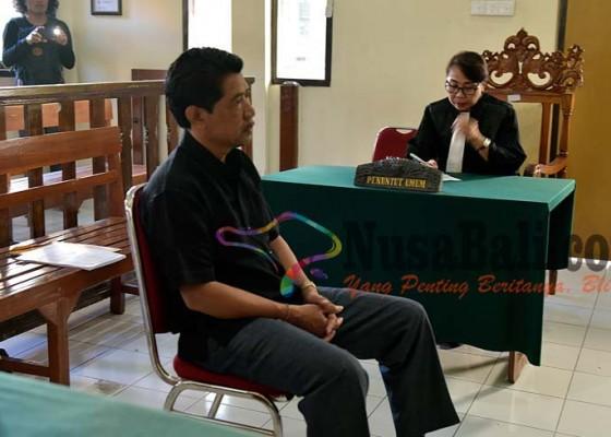 Nusabali.com - dituntut-percobaan-dewan-terdakwa-cpns-minta-bebas
