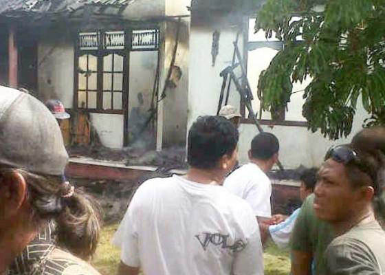 Nusabali.com - diduga-korsleting-dapur-ludes-terbakar