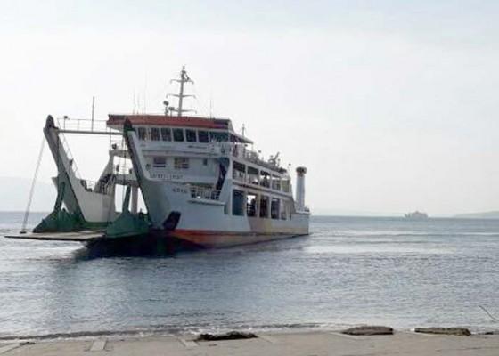 Nusabali.com - kmp-karya-maritim-iii-kandas-15-jam
