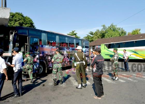 Nusabali.com - tiga-bus-terpaksa-dikandangkan