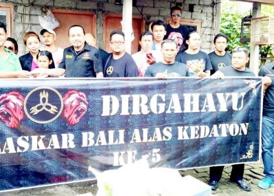 Nusabali.com - lelaki-bujang-jadi-tulang-punggung-keluarga