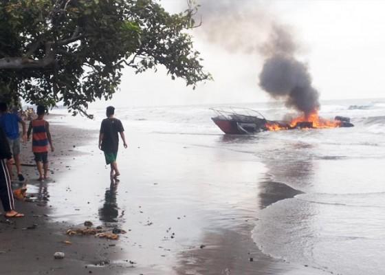 Nusabali.com - kapal-bnpb-terbakar-di-perairan-buleleng
