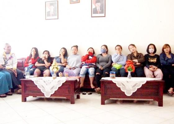 Nusabali.com - belasan-duktang-wanita-terjaring-tanpa-skts