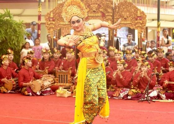 Nusabali.com - tarian-jauk-dan-oleg-diiringi-angklung