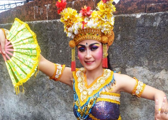 Nusabali.com - jaga-keagungan-joged-bumbung-konsisten-menari-sesuai-pakem