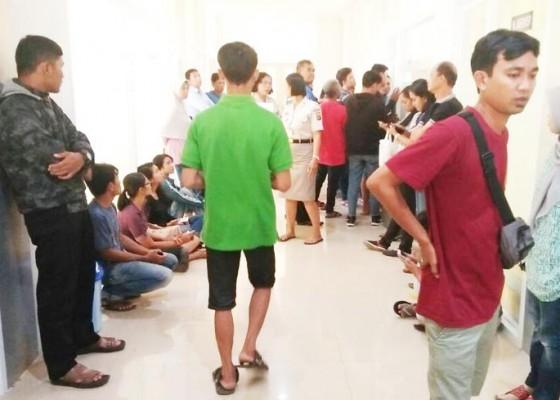 Nusabali.com - polisi-kewalahan-layani-pemohon-sim-jelang-lebaran