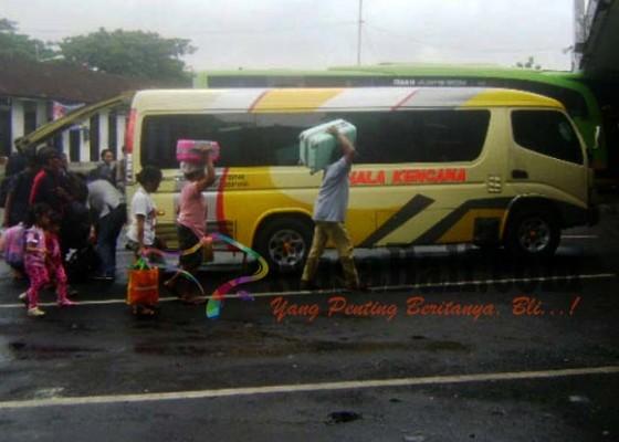 Nusabali.com - 11-bus-cadangan-standby-di-ubung