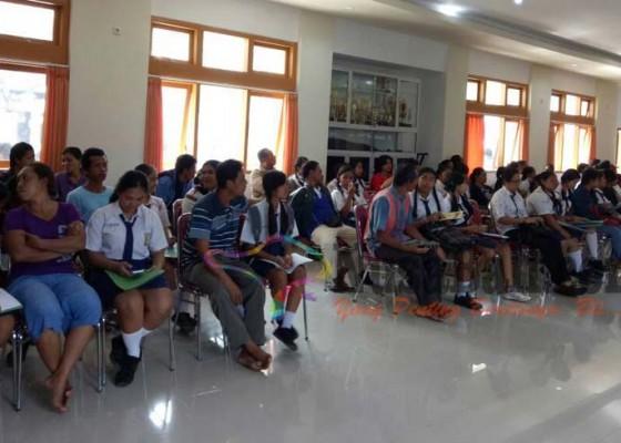 Nusabali.com - daftar-di-jalur-miskin-siswa-buat-denah-rumah
