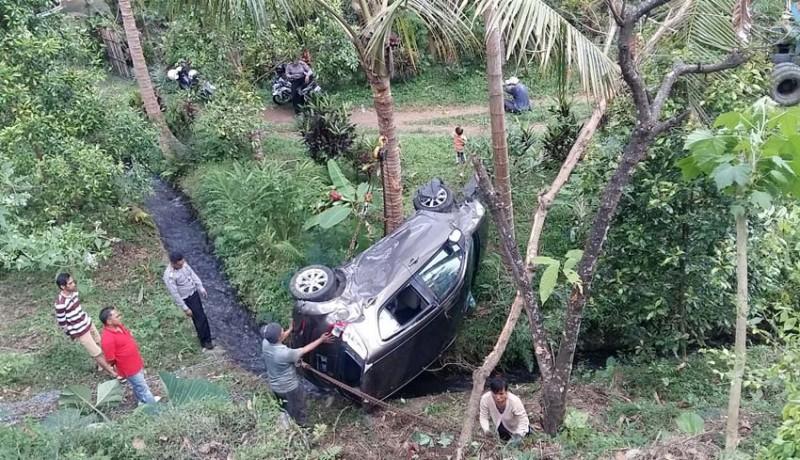www.nusabali.com-1-mobil-masuk-jurang-1-orang-tewas-terlindas-pick-up