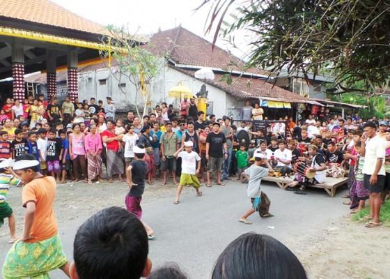 Nusabali.com - desa-suwat-gelar-festival-air