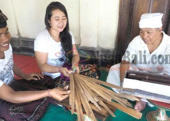 Nusabali.com - penyuluh-temukan-lontar-embat-embatan