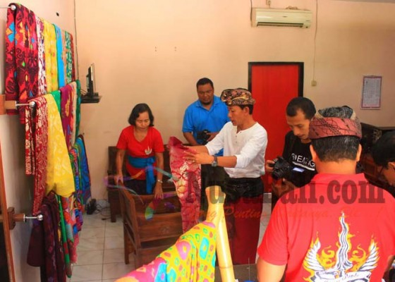 Nusabali.com - songket-beratan-diajukan-jadi-warisan-budaya-dunia