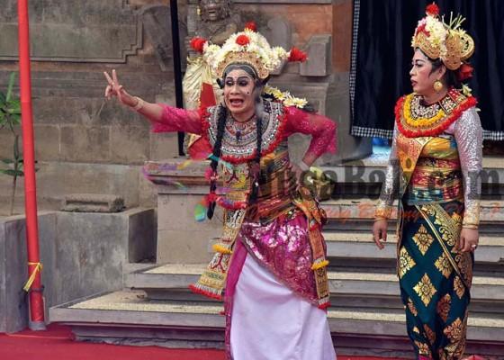 Nusabali.com - bondres-i-gede-bungsil-diiringi-angklung