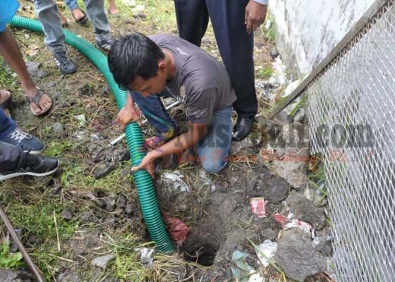 Nusabali.com - baju-dan-tas-ditemukan-di-terowongan