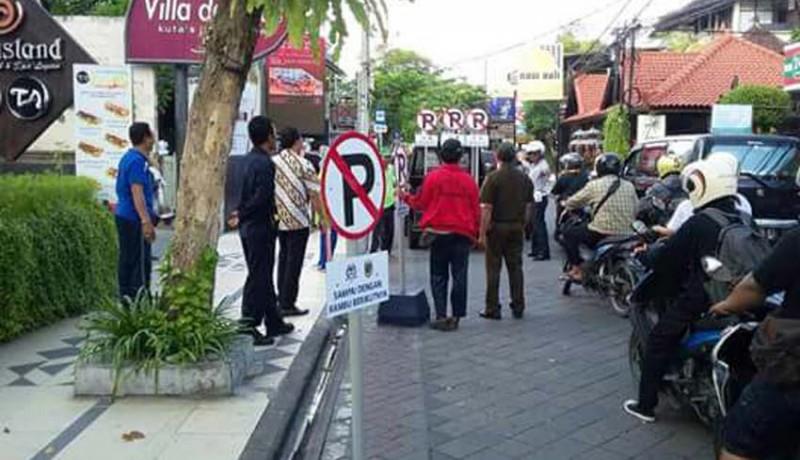 www.nusabali.com-parkir-sembarangan-ban-digembosi