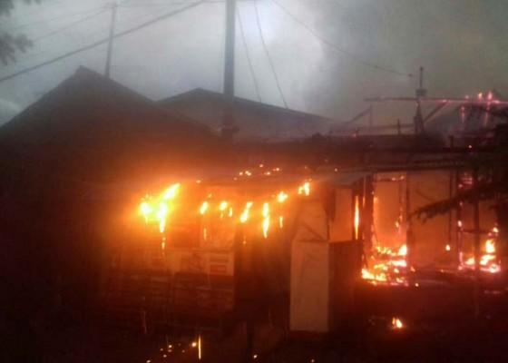 Nusabali.com - sebuah-rumah-sekaligus-tempat-usaha-hangus-terbakar